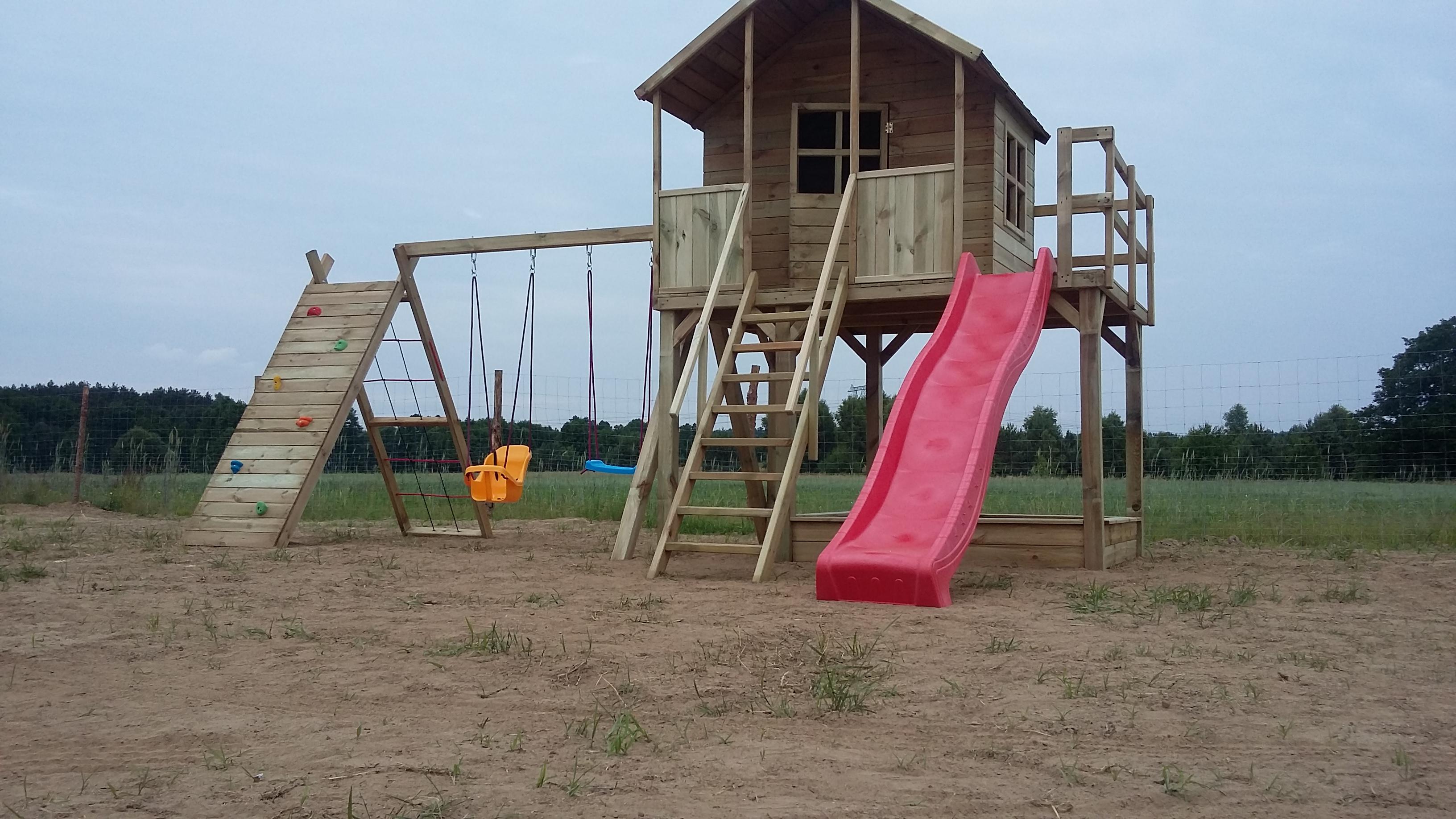 Plac zabaw Marika   podwyższana   ślizg 3 metry.
